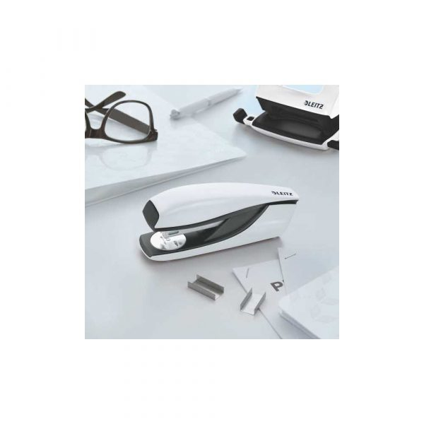 sprzęt biurowy 5 alibiuro.pl Zszywacz średni metalowy Leitz NeXXt Series biały 30
